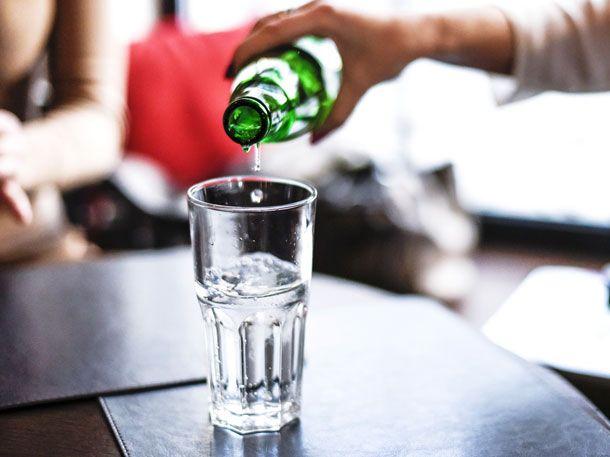 Wir zeigen dir 8 überraschende Verwendungsmöglichkeiten für Mineralwasser.