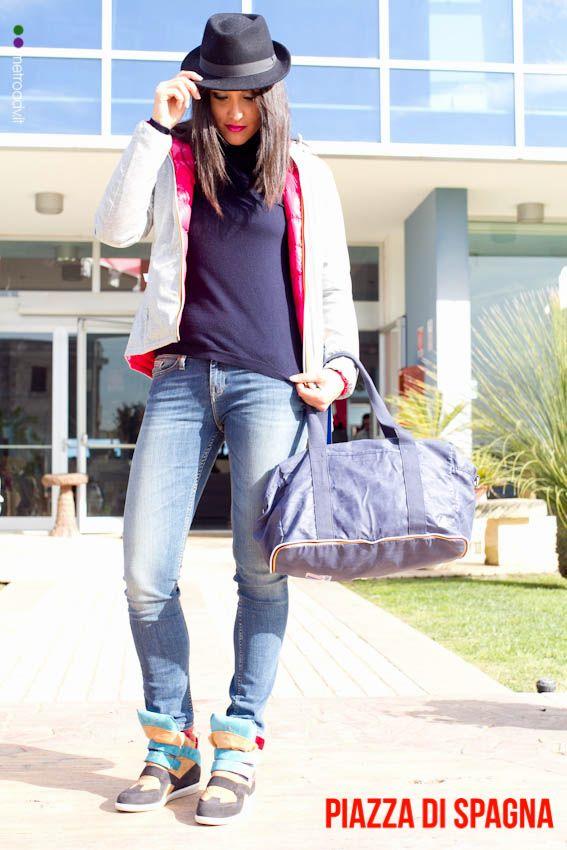 Ilaria D'Angelo del Volley Maglie indossa  Calzature Cesare Paciotti 4Us -50% Jeans Tommy Hilfilger -40% Dolcevita Armani -50% Giubbotto K-Way double face Borsa K-Way