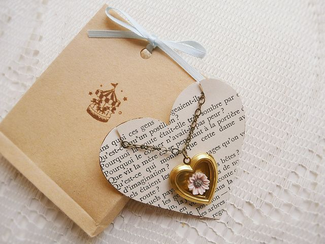 Recycling books and paper into jewelry packaging: Love the lettering behind the pendant necklace. #tag #jewellery