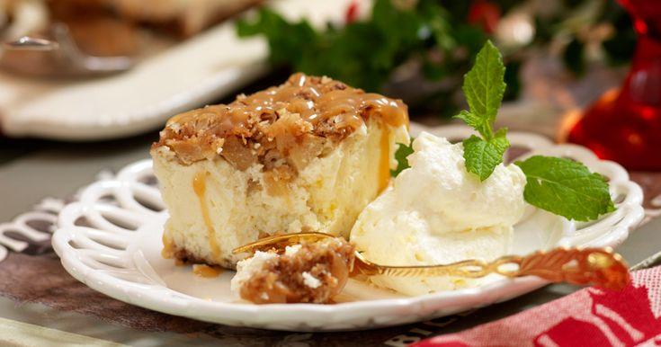 Godaste cheesecaken med knäckig topping av hasselnötter och äpple. Servera med kolasås!