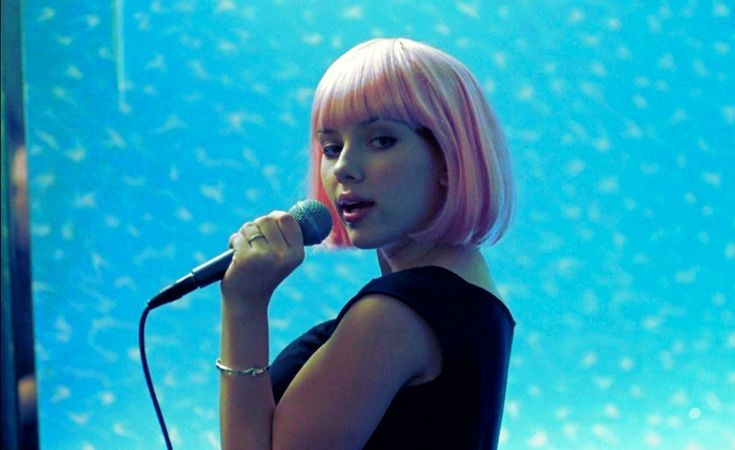 scarlett-johansson-lost-in-translation-pink-wig-karaoke-portable.jpg (755×462)