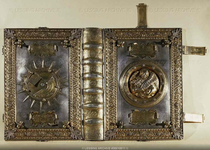 Metal cover of a Venetian ship's log-book with compass