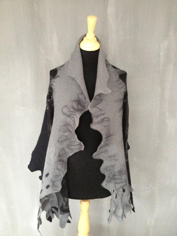 Grijs en zwarte sjaal Overlopende kleuren met stippen door alaluus, €54.95