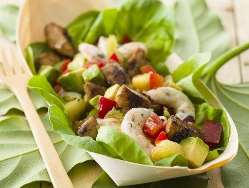 insalata di pollo, gamberi e avocado