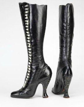 Кожаные сапоги с застёжкой на мелкие пуговицы. Каблуки украшены стразами. Германия (предположительно), конец XIX - начало ХХ века.