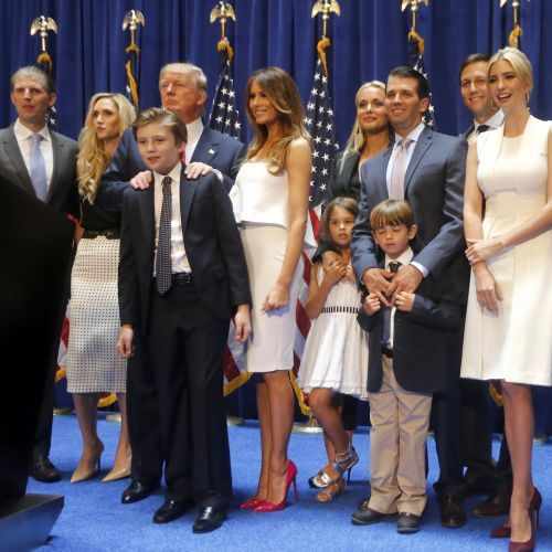 09/11/16  L'élection présidentielle américaine de 2016 a lieu le 8 novembre 2016 et conduit à la désignation du républicain Donald Trump comme quarante-cinquième président des États-Unis. Il l'emporte sur la candidate démocrate, Hillary Clinton, dans le collège électoral des États-Unis (306 grands électeurs contre 232)