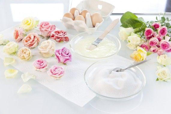torte hochzeit dekor verzieren blueten glasur 570x380 Hochzeit: Torte selber verzieren