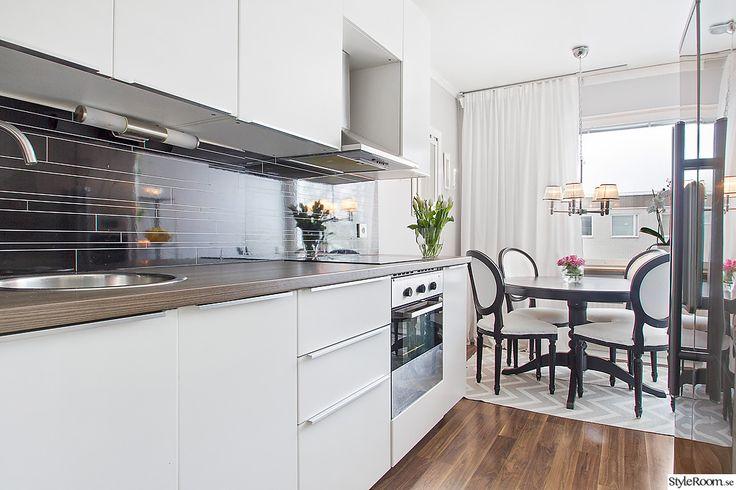 lägenhet,köksrenovering,efterbild,efter renovering,valnötsgolv,rund diskho,bänkskiva valnöt,svart och vitt,svart köksbord,matplats kök,matplats,högblankt,vita gardiner,kök,diy,gör det själv,före & efter,do-it-yourself