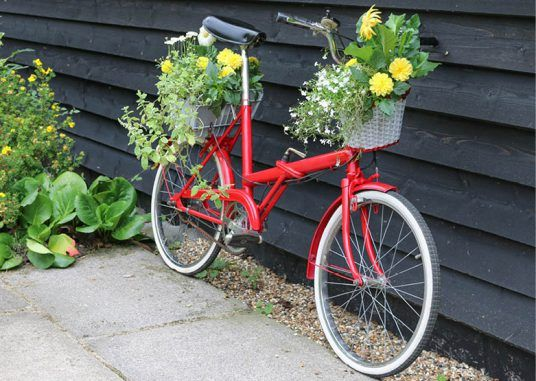 How to create a vintage bicycle planter... get creative in your garden, and upcycle so your plants look tip-tip for spring/summer!