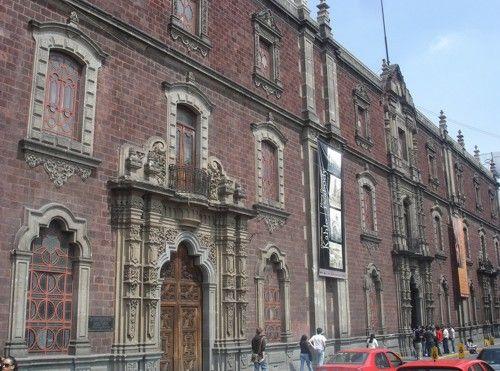 ANTIGUO COLEGIO DE SAN ILDEFONSO  Lugar donde se impartió la educación y formación de la Doctora Matilde Montoya, quien fué la primera mujer en graduarse con el título de médico cirujano y obstetricia.