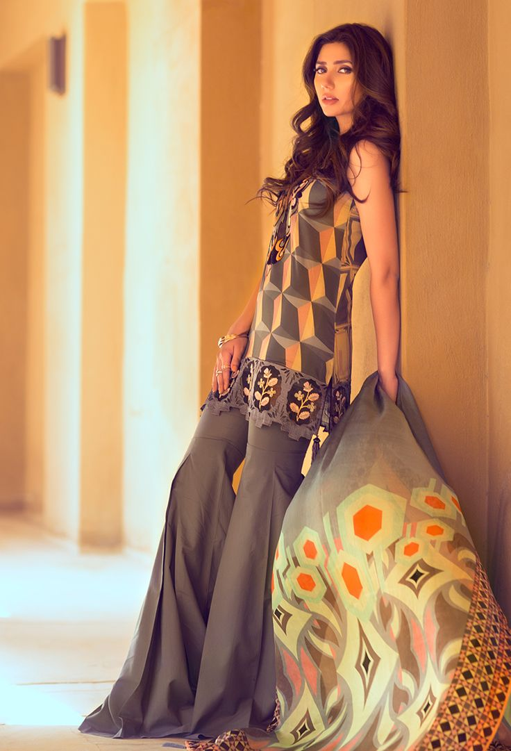 FABRIC PATTERN AND CUT GIVES A MORE MODERN LOOK. Fashion Pakistan: Mahira Khan wearing Feeha Jamshed Lawn.