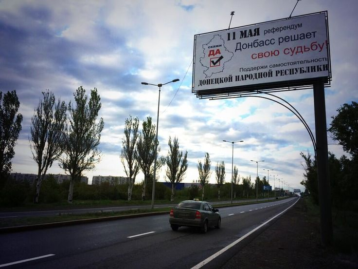 """""""Say yes"""" on May 11 reads this """"Donetsk People's Republic"""" referendum billboard. Several lining this #Donetsk hwy. pic.twitter.com/Qy2wn56cTA"""