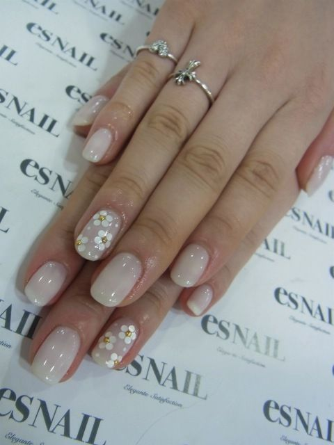 pretty accent nails Check out http://www.nailsinspiration.com for more inspiration!