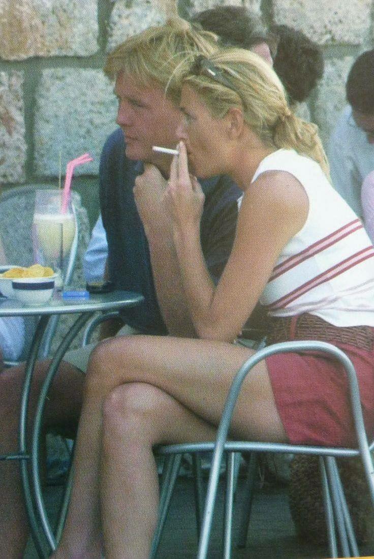 Disappointing that she smokes.Lopettanut tupakoinnin.