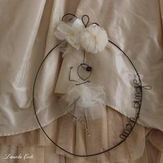Ovale da appendere con ballerina in fil di ferro 28€