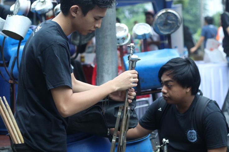 Group Band Musik Sampah Perkusi Drum Barang Bekas Batutara Percussion