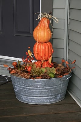 love this porch display and I have a wash tub