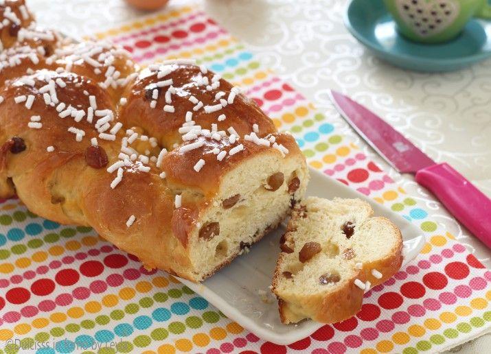 La treccia con uvetta e' un dolce di pasta lievitata perfetto per la colazione, ottimo anche per la merenda. E' tipico dell'Alto Adige. Ecco la ricetta.