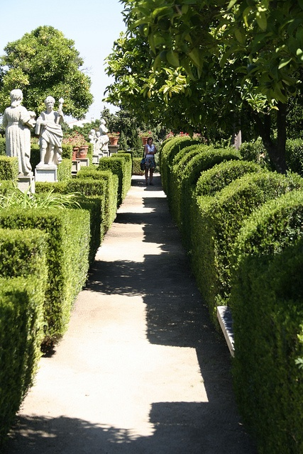 Episcopal gardens in Castelo Branco, PORTUGAL.    (by Philip feels 40 years old, via Flickr)