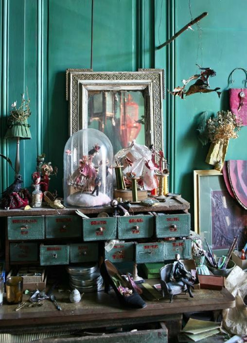 I love this display and the main colour could easily be Chalk Paint™ in Florence.  Have never thought about teaming it with purple but will definately be trying it with Emile and Paloma.