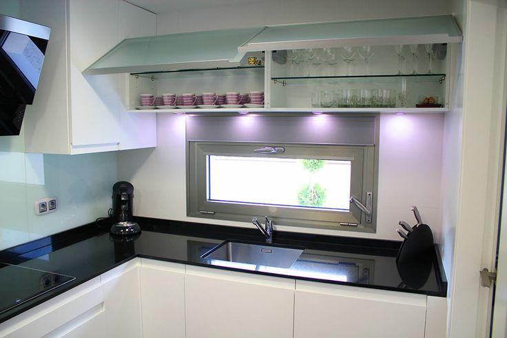 Dise o de cocinas linea3cocinas madrid vitrinas for Vitrinas de cocina ikea