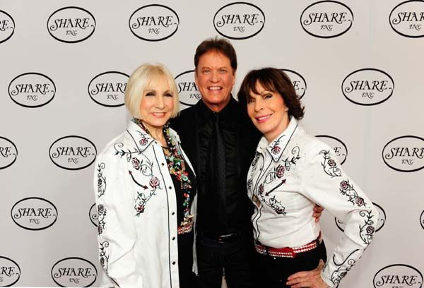 http://blacktiemagazine.com/society_may_2016/Share_63rd_Annual_Boomtown_Gala.htm SHARE President Ellen Feder, emcee Rick Dees and SHARE Chairman of the Board September Sarno