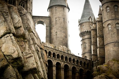 deserta:    Universal Studios: Harry Potter (by charm_candelario)