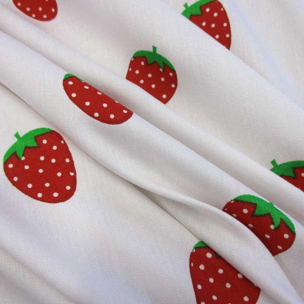 Stoff Blumen - Stoff Baumwolle Erdbeeren weiss rot nostalgisch - ein Designerstück von werthers-stoffe bei DaWanda