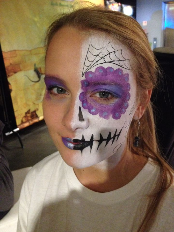 Halloween skull muert half face