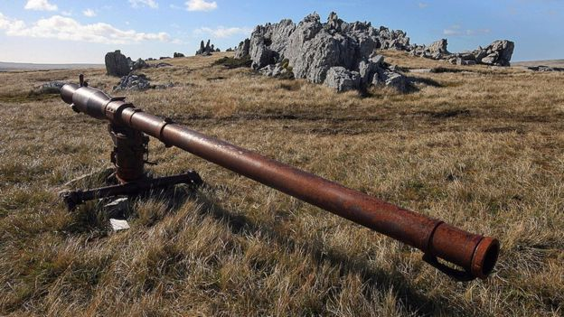 Artillería argentina abandonada en las Falklands / Malvinas