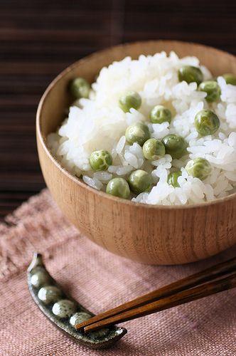 Mame Gohan (Pea rice) rice, glutinous rice, peas, konbu, sake, salt. Rice dish in the spring.