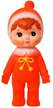 Remake van Japans retro popje uit begin jaren 70. Opnieuw gemaakt in Japan en weer helemaal hip! Oranje popje met draaibaar hoofdje, 22 cm hoog. www.popjesartshop.nl