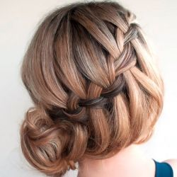 Step by step instructions to recreate this waterfall braided bun. Tutorial and image by Hair Romance shared on Oh The Lovely Things.