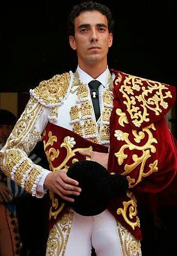 Paul Abadia Serranito.Nace en Zaragoza el 17 de diciembre de 1982 Alternativa en Zaragoza el 12 de octubre 2004 pxadrino Enrique Ponce testigo Jose Mari Manzanares