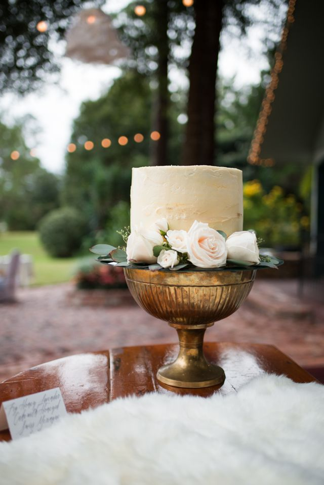 Unique wedding cake | LH Photography | see more on:  http://burnettsboards.com/2015/04/vintage-glam-wedding/