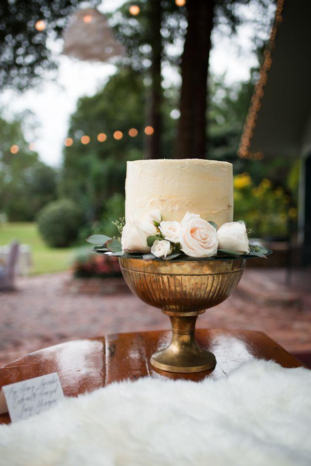 Unique wedding cake | LH Photography | see more on:  http://burnettsboards.com/2015/04/vintage-glam-wedding/