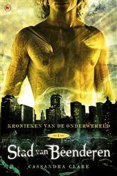 Stad van beenderen, het eerste boek van Kronieken van de onderwereld, wordt binnenkort verfilmd als The Mortal Instruments: City of Bones (22 augustus in de bioscoop). Lees nu het eBook, tijdelijk voor slechts € 2,69!     http://www.bruna.nl/boeken/stad-van-beenderen-9789044337624