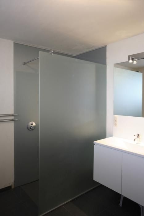 25 beste idee n over douche deuren op pinterest douchedeur badkamer douche deuren en hard - Badkamer met glas ...