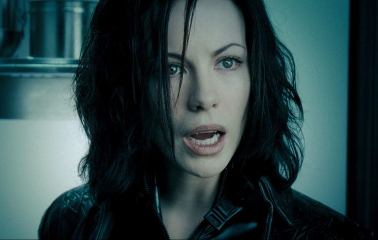 Kate Beckinsale Underworld Fangs