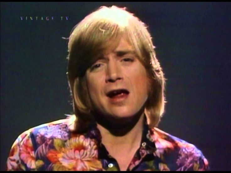 Justin Hayward 'Forever Autumn' (Rare Video)  Love this timeless song, 40+rs on and it still sounds as fresh as the first moment I heard it.