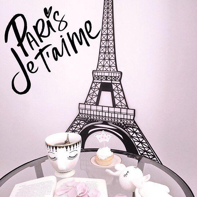 """Очень приятно дарить такую радость!✨😊Эйфелева башня из стали для @solebussola :""""Во всем виновата Карла Бруни. 🥖🇫🇷☕️  Каждое утро она шептала своим низким ласкающим голосом о Париже, любви - о чем-то безумно красивом, о чем я не понимала, не зная французского языка. Я готовила сырники и блинчики на завтрак – она пела, я работала и кормила детей – она пела, даже за вечерним чаем, она шептала мне о мечте.  А потом я написала @lovevgeniya, она взяла в руки волшебную палочку и всемогущая…"""