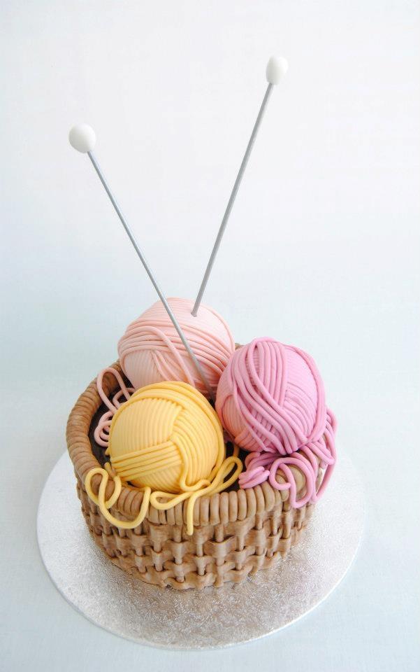 "¡Impresionante obra de arte hecha con #fondant! ¡Obillos de lana muy muy dulces! De ""Viva la Tarta"""