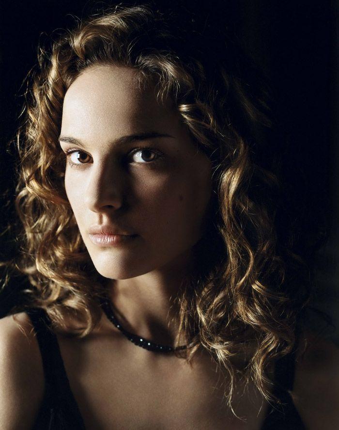 Натали Портман (Natalie Portman) в промо-фотосессии для фильма «V - значит вендетта» (V for Vendetta) (2005), фотография 3
