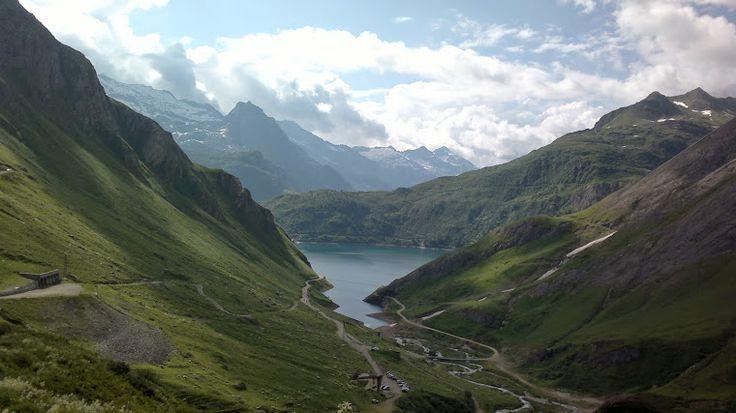 Val Formazza (Piemonte) 4 dei numerosi laghi alpini: - Lago di Morasco (vicino al parcheggio auto) - Lago del Sabbione (raggiungibile con sentiero di bassa difficoltà) - Lago Toggia (raggiungibile con sentiero di estrema