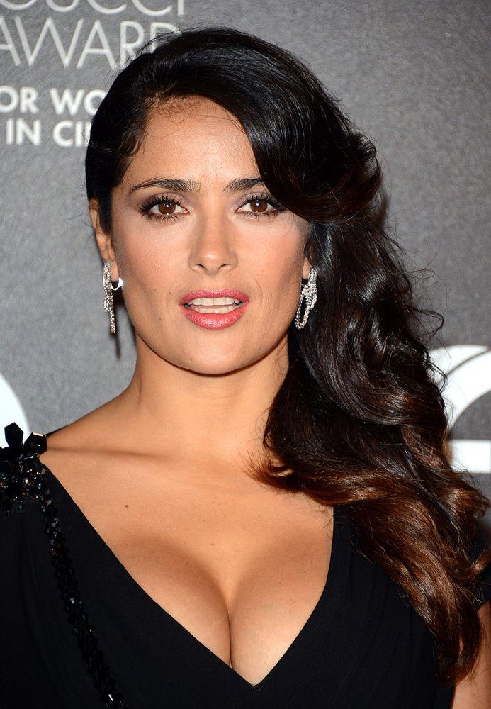 3ce7968f1 Los escotes más sexys de Salma Hayek en 2019
