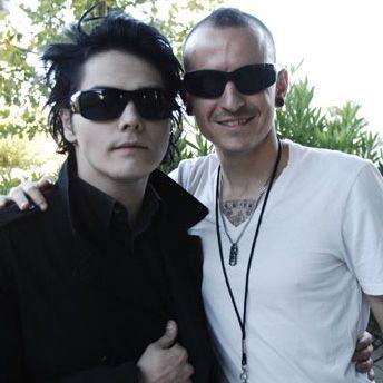 CHESTER BENNINGTON (Linkin park) with GERARD WAY (My chemical romance)
