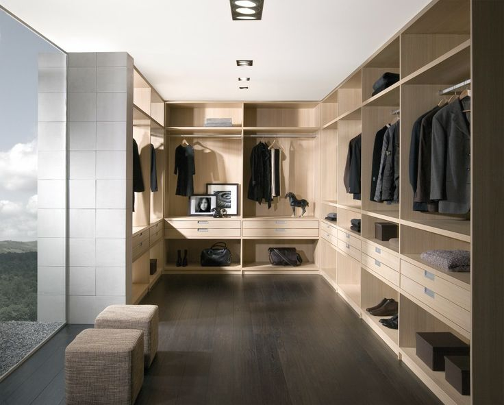 Noteborn walk in closet