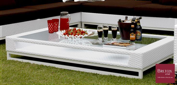 A mesa de centro Hampton da Breton Actual é perfeita para seu jardim e uma descontraída reunião ao ar livre.  #BretonActual #Breton #Jardim