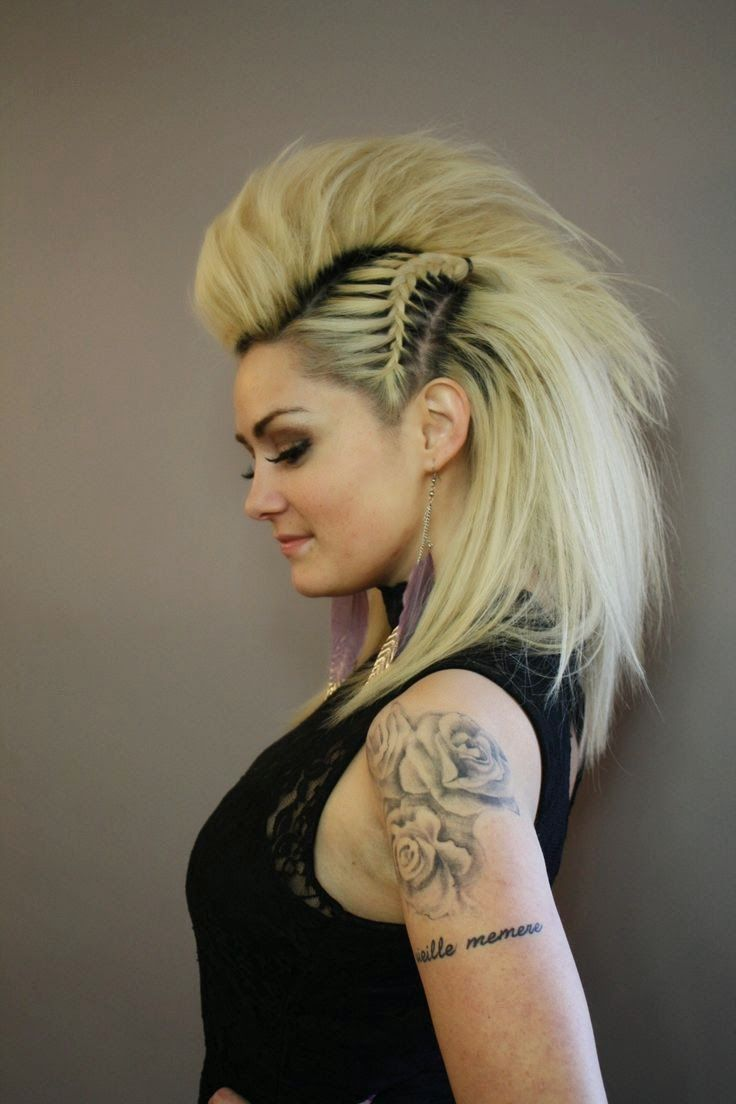Having a mohawk without shaving your hair? Yes, it is doable and is called a faux mohawk! Enjoy our gallery and don't miss the video ...