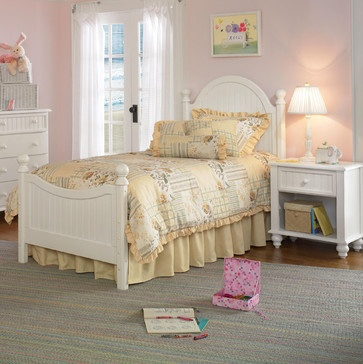 Hillsdale Westfield Youth 3-Piece Bedroom Set in Off White traditional kids beds